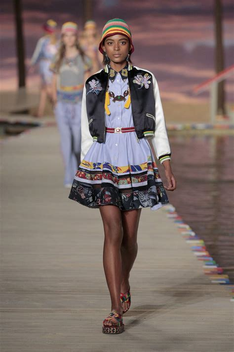TOMMY HILFIGER SPRING SUMMER 2016 WOMEN'S COLLECTION   The