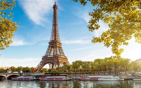 35 Surprising Facts about the Eiffel Tower - Serious Facts