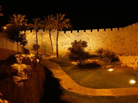 The Holy City: Old City Night Tour - InSite Israel tours